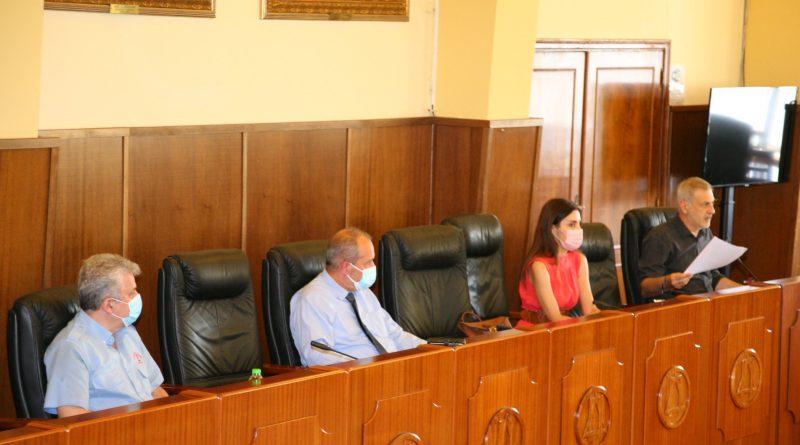 Ευρεία συνάντηση εργασίας στον Δήμο Πειραιά για θέματα ευνομίας στην πόλη