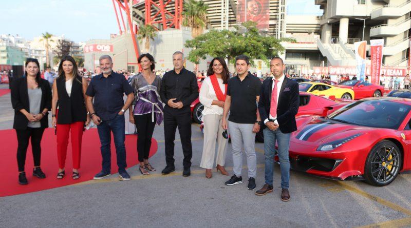 Φαντασμαγορικό θέαμα στον Πειραιά με «πρωταγωνίστριες» 30 Ferrari