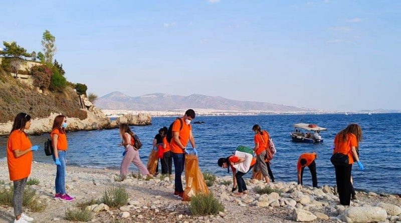 Καθαρισμός της παραλίας Βοτσαλάκια από την ΚΟ.Δ.Ε.Π. & το Social Innovation Piraeus